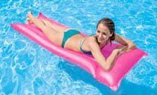 Как выбрать надувной матрас для бассейна